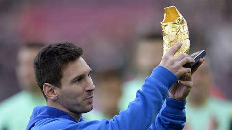 Sepatu Bola Pemain Eropa saatnya punya sepatu emas seperti pemain sepak bola