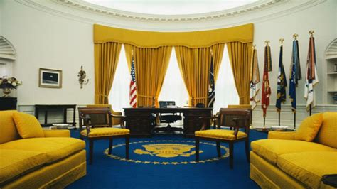 trump in oval office can you spot the huge difference between trump s oval