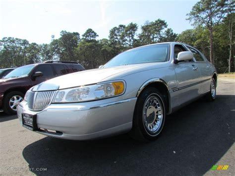 silver lincoln town car 2002 silver metallic lincoln town car cartier