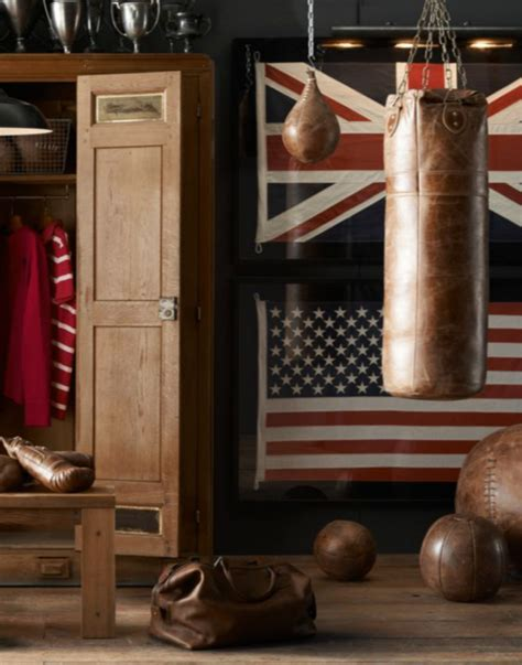 Bags That Pack A Punchor A Knife 2 by Vintage Leather Punching Bag So That S Cool