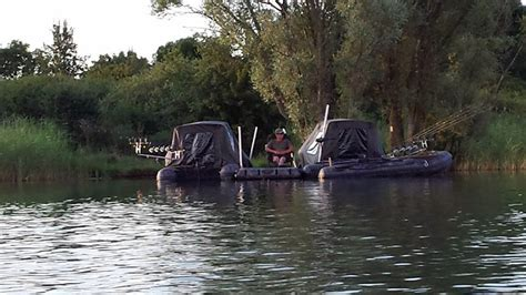 plateforme raptor boat raptor boats fishing platform xl lets you pitch a tent in