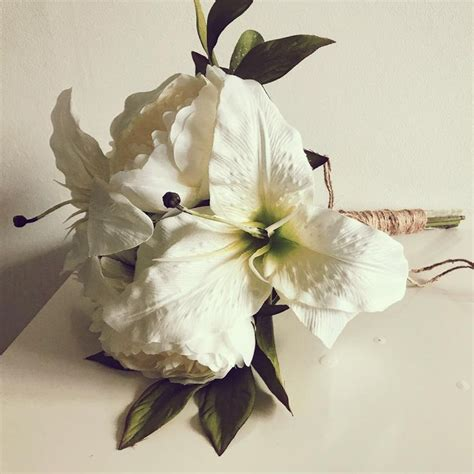 Ready Made Bridal Bouquets by 25 Best Ideas About Artificial Wedding Bouquets On
