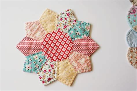 Dresden Plate Patchwork - 37 best images about pot holders trivets on