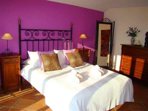 plum bedroom decorating ideas simple master bedroom decorating ideas with white bedding