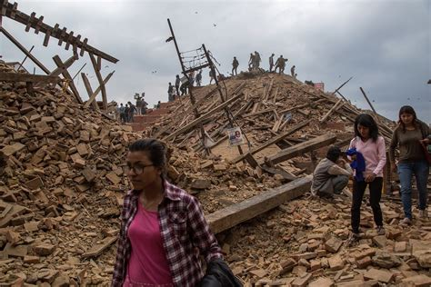 earthquake of nepal nepal earthquake imf aid likely as toll reaches 3 200