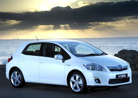 06 may 2012 gorillatimes iceland may 2012 toyota auris leads yaris 1 year to