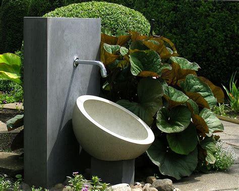 fontana da terrazzo fontane da giardino per decorare al meglio lo spazio verde