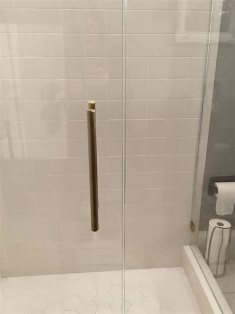 Image Ultra Shower Door Ultra Clear Vs Standard Clear Glass The Glass Shoppe A Division Of Builders Glass Of Bonita Inc