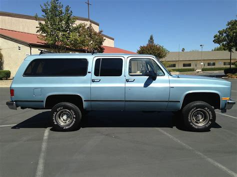 chevy suburban blue 1990 chevy and gmc suburbans smoke blue metallic paint color