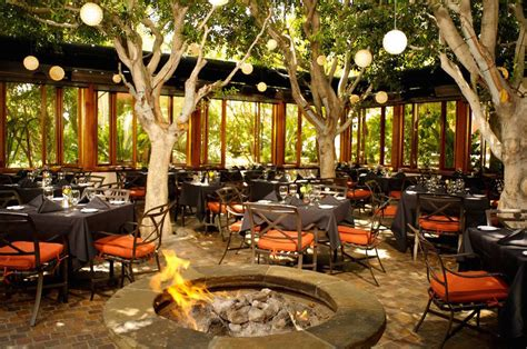 backyard dining outdoor dining at restaurants culinary depot