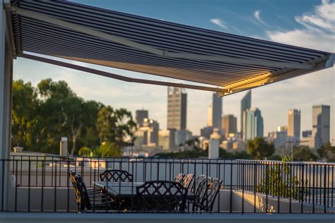 Difference Between Awning And Canopy by Differences Between Awnings And Shade Sails