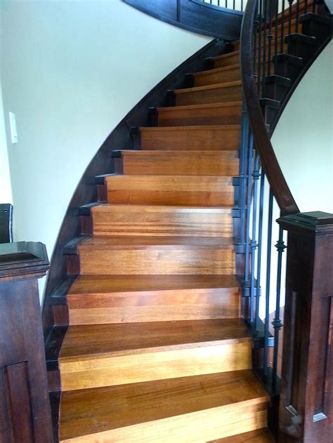 Curved Staircase   Carpet, Laminate, Vinyl Planks, Tile