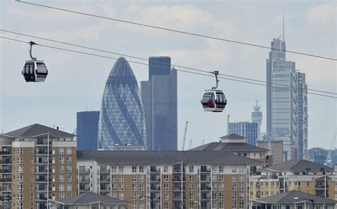 thames river valley cable london cable car passengers stranded 300ft over river