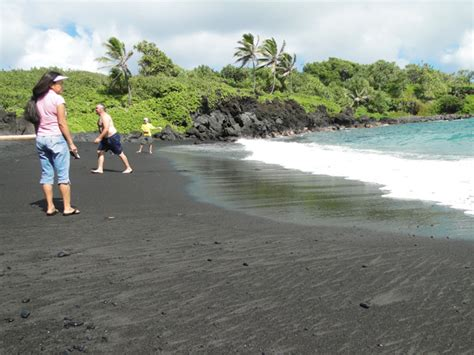 black sands waianapanapa black sand murder and a