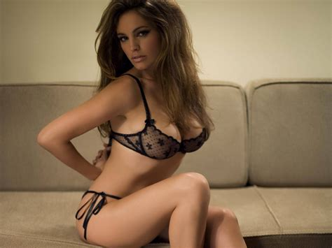 Wallpaper Kelly Brook Sofa Hairs Hot Actress Lingerie
