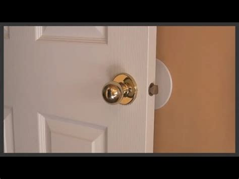 How To Install Door Knob On New Door by How To Remove And Replace Door Knobs