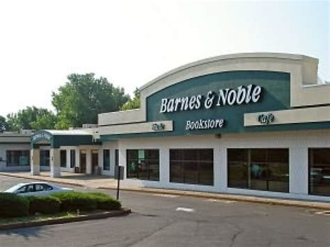 Barnes Ct Barnes Amp Noble May Close Hundreds Of Stores Report Patch