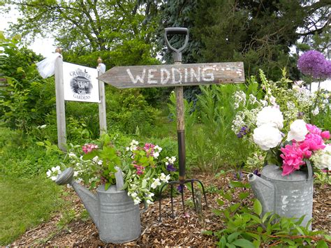 Garden Wedding Follow Your Bliss Her Way At Crabtree Gardens Flower Garden Wedding