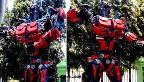 robocop  transformer hadang pejalan kaki travel