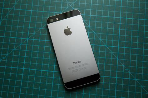 Iphone ès by Iphone 5s Review Apple S Smartphone Goes For And Gets The Gold Techcrunch