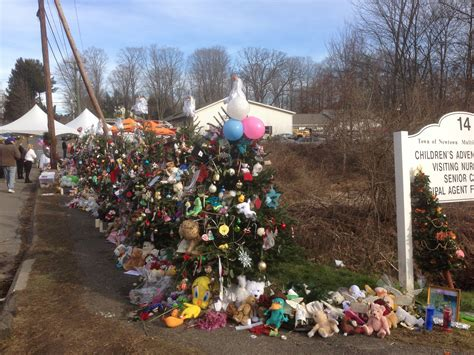 26 christmas trees sandy hook haunted by the newtown officer faces firing ptsd houston style magazine