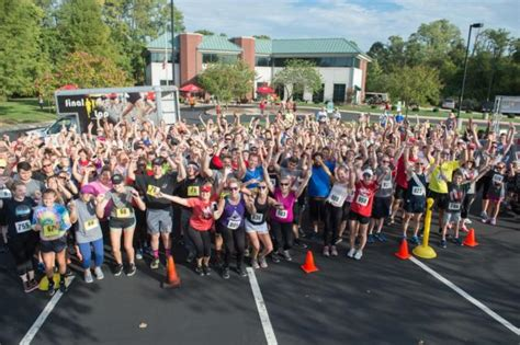 Siue Mba by Hundreds Cross The Finish Line To Benefit Students During