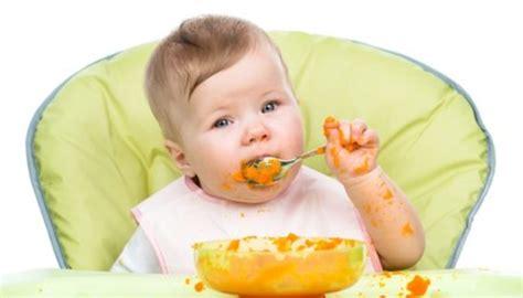 baby ab wann brot essen wann kann ein baby mit dem l 246 ffel essen babytipps24 de