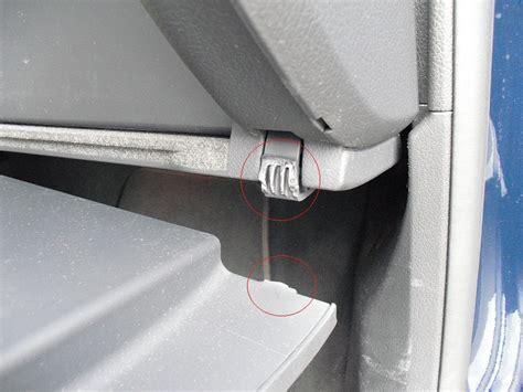 Audi A4 B6 Handschuhfachdeckel Ausbauen by Cimg0167 Handschuhfach Scharnier Gebrochen 3