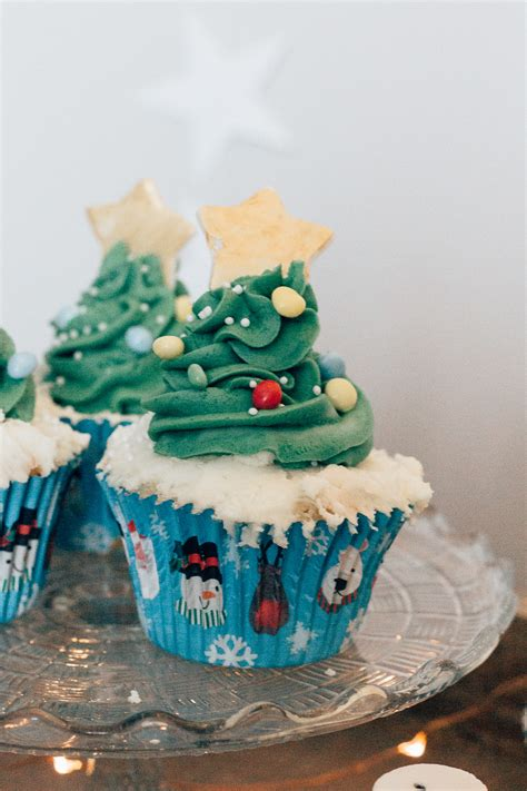 easy classy christmas tree from fondant cupcakes recipe and decorating ideas for children