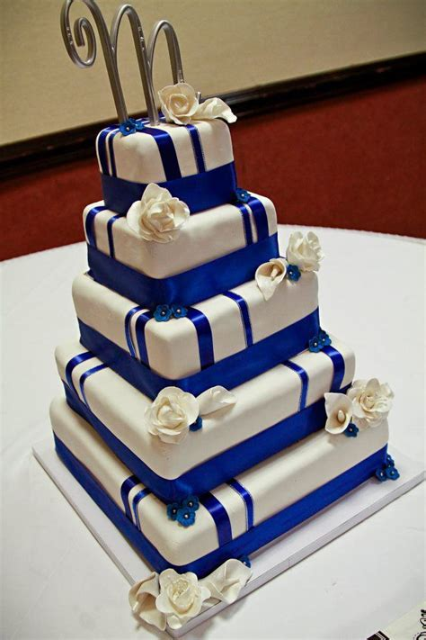Royal Blue and White Wedding Cake  Photo by 2Q Studios   A