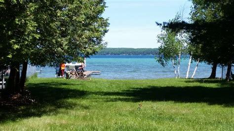 south higgins lake boat rental higgins lakefront cottage 22 pontoon boa vrbo