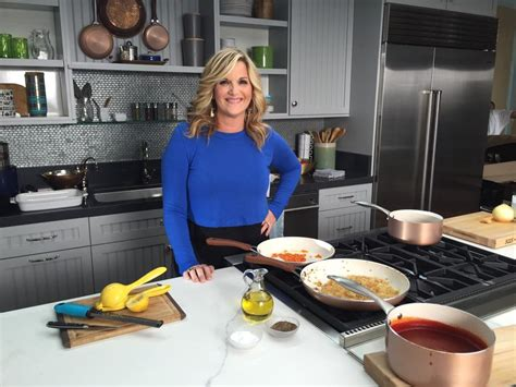 trisha yearwood country kitchen trisha yearwood s family favorite recipes hit the rachael