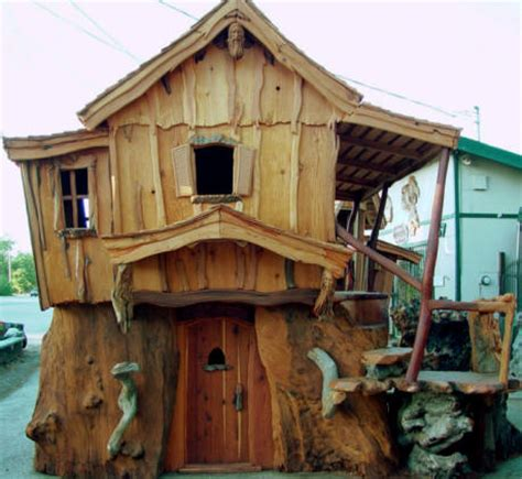 Chainsaw House by Steve Blanchard S Chainsaw Tiny Houses Tiny House