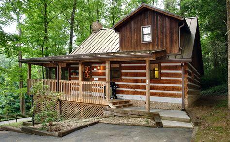 gatlinburg cabin rental parkside party   bedroom