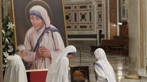 mother teresa biography vatican mother teresa borne to sainthood by complex mysterious