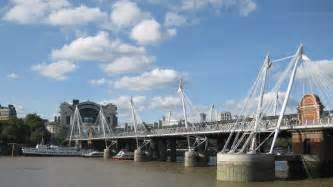hungerford bridge hungerford bridge and golden jubilee bridges sightseeing visitlondon com