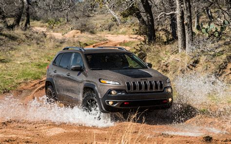jeep grand cherokee trailhawk off road 2014 jeep cherokee trailhawk front view off roading 3