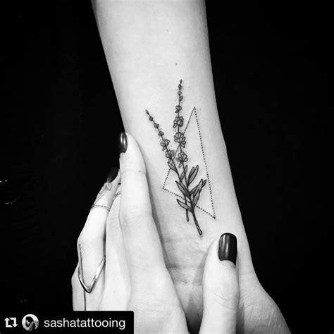 geometric tattoo kent the 25 best dot work tattoo ideas on pinterest dot work