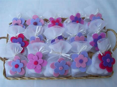 fiori bomboniere sacchetti portaconfetti con fiore in feltro bomboniera