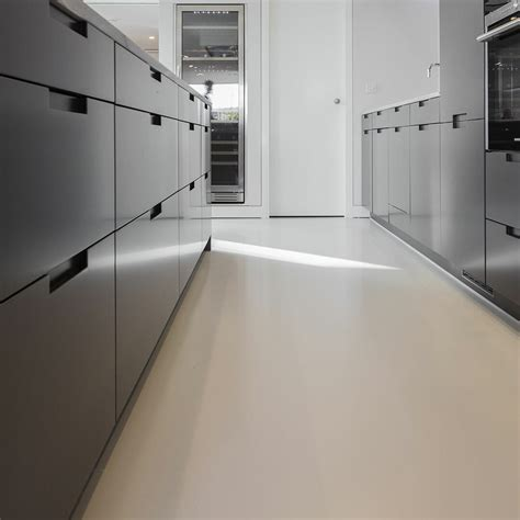 spessore pavimento in resina designer home contemporary poured resin floor poured