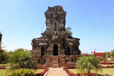 Politik Dalam Sejarah Kerajaan Jawa Oleh Sri Wintala Achmad sejarah kerajaan sriwijaya dari kejayaan hingga keruntuhannya