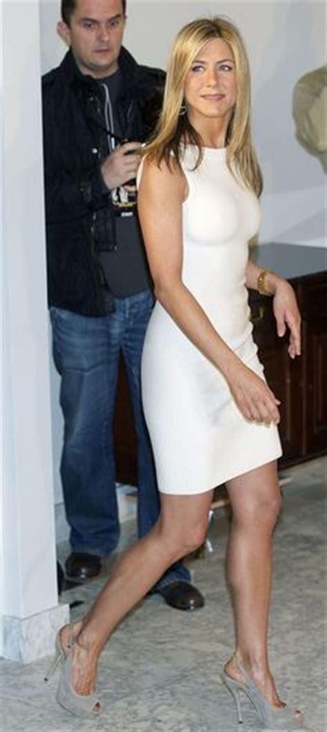 8 Aniston The Bounty Promo Looks by Kathie Gifford No Bra Kathy Gifford