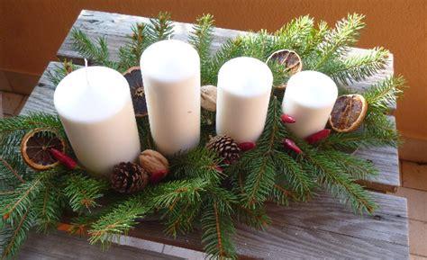 centrotavola natalizio con pigne e candele centrotavola con pigne e candele jj56 187 regardsdefemmes