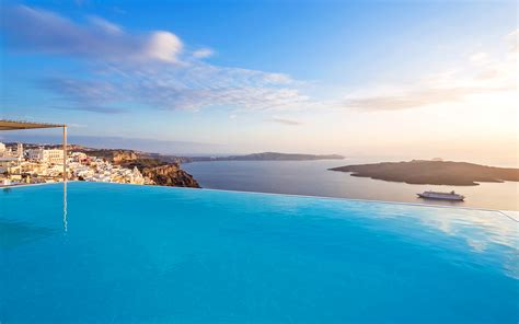 best luxury hotels santorini luxury suites in fira santorini cosmopolitan suites