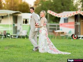 jennie garth on newlywed life with husband dave abrams i