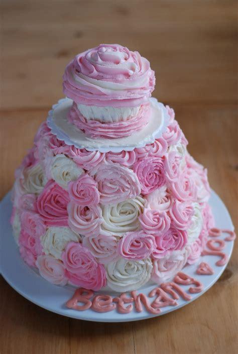 sweet girls st birthday cake love  mini cupcake  top   birthday girlso clever