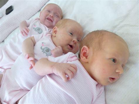 Gendongan Bayi Umur 9 Bulan foto bayi 4 bulan holidays oo