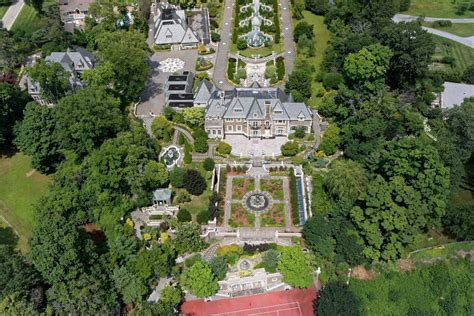 great gatsby long island gatsby like long island mansion for sale for 100 million