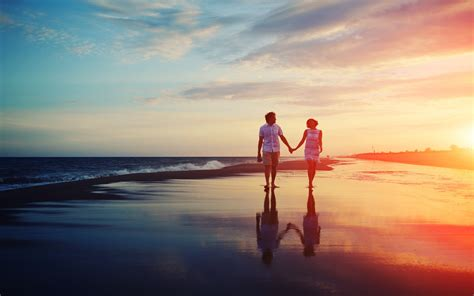 romantic couple wallpaper hd 1080p free download loving couple on beach love wallpaper hd 1080p download
