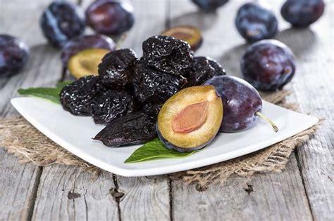 manfaat buah plum kering  kesehatan khasiatsehatcom